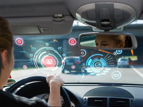 研究人员担心 黑客可能会将联网汽车变成路障