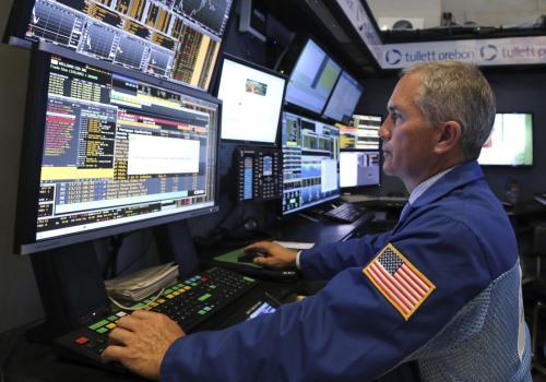 克莱默回顾了道琼斯和标准普尔500指数中7月表现最好的股票