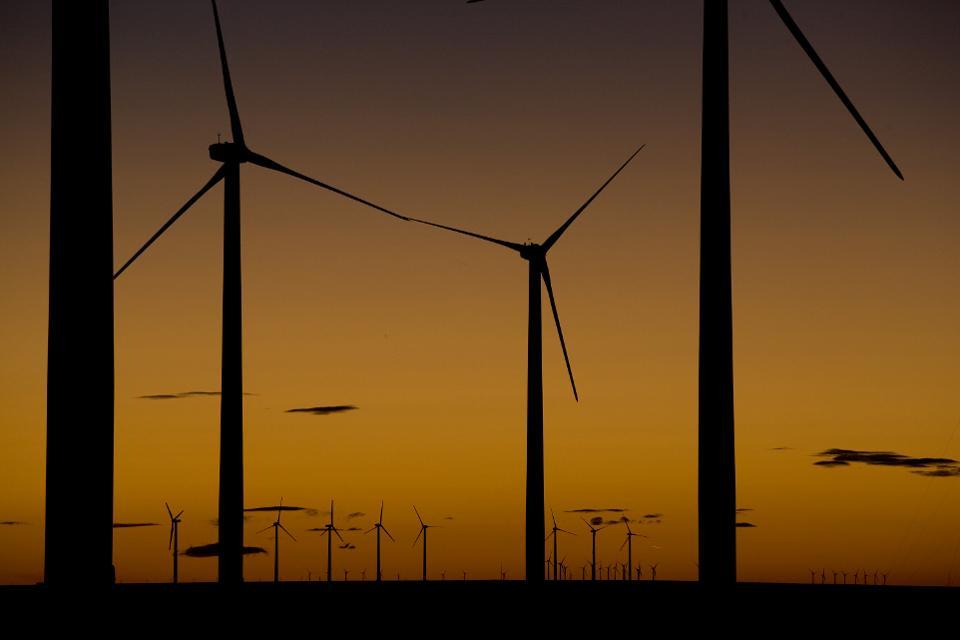 清洁能源转型如何能够比成本节省更多
