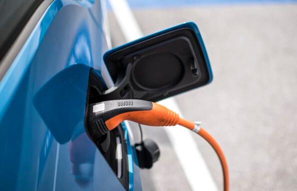 科罗拉多州加入加州要求汽车制造商销售更多电动汽车